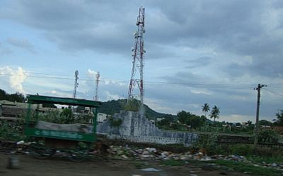 Cellphone base station tower (Photo credit: D.Pranhu/Wikimedia)