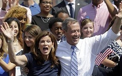 Former Maryland Gov. Martin O'Malley, right, and his wife Katie wave to supporters during an event to announce that he is entering the Democratic presidential race, Saturday, May 30, 2015, in Baltimore (AP Photo/Patrick Semansky)