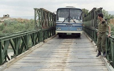 Illustrative photo of a bus crossing the Allenby Bridge (Flash90)