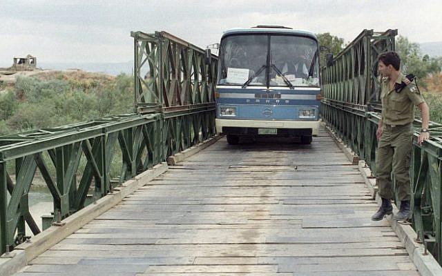 Illustrative photo of a bus crossing the Allenby Bridge (Flash90)