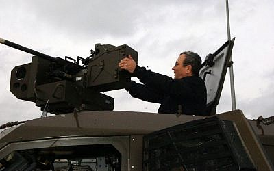 Defence minister Ehud Barak inspects a tank during a visit to the IDFs Northern Command, January 12, 2010. Photo by Michal Shalev/Ministry of Defence/FLASH90)