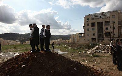 Ultra-Orthodox children playing in a construction site in Beit Shemesh on December 26, 2011. (Kobi Gideon/Flash90)