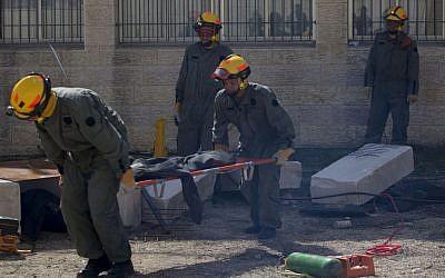 Israeli soldiers take part in an emergency drill held at a girls' school in Pisgat Zeev on February 24, 2014. (Flash90)