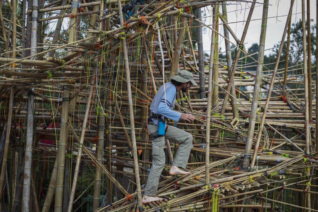 Constructing Big Bambu at the Israel Museum last spring (Photo credit: Hadas Parush/Flash 90)