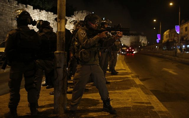 Illustrative photo of Israeli police near Jerusalem's Damascus Gate. (Sliman Khader/FLASH90)