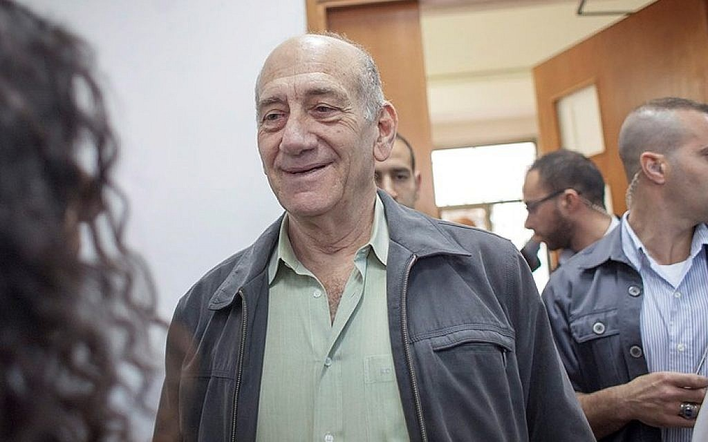 Former prime minister Ehud Olmert seen at the Jerusalem District Court for a sentencing hearing a month after the court found him guilty of fraud and breach of trust, May 05, 2015. (Emil Salman/Flash90)
