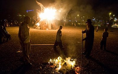 Residents near a big bonfire during celebrations of the Jewish holiday of Lag B'Omer in Jerusalem on May 6, 2015. (Yonatan Sindel/Flash90)