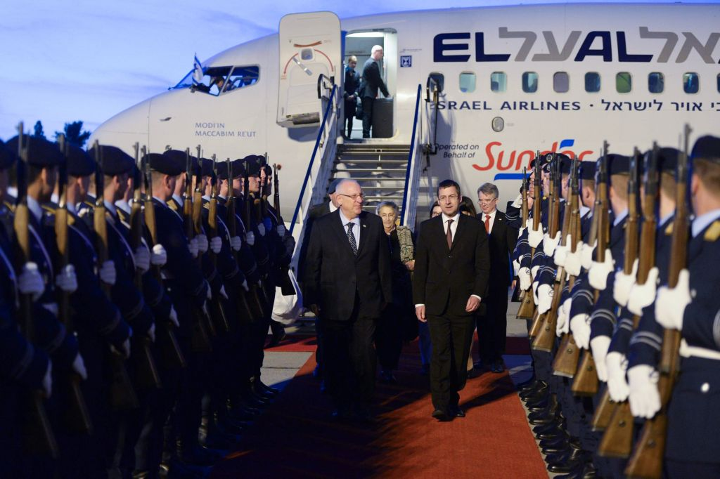 President Reuven Rivlin at a welcoming ceremony in Berlin. Rivlin's trip to Germany marks 50 years of bilateral ties. May 10, 2015. Photo by Amos Ben gershom/GPO