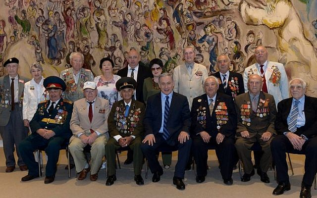 Prime Minister, Benjamin Netanyahu poses with World War II veterans at the Chagall Hall in the Knesset, on May 13, 2015. (Photo credit: Haim Zach / GPO)