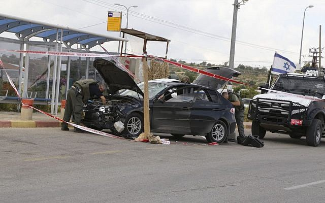 Israeli security forces inspect the vehicle of a Palestinian attacker who ran over Israelis near Alon Shvut, Gush Etzion, on May 14, 2015. Photo by Gershon Elinson/Flash9