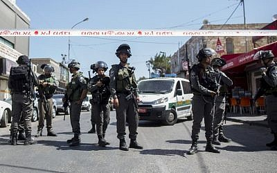File photo of Israeli police near the Arab neighborhood of A-Tur in East Jerusalem, on May 20, 2015 (Yonatan Sindel/Flash90)