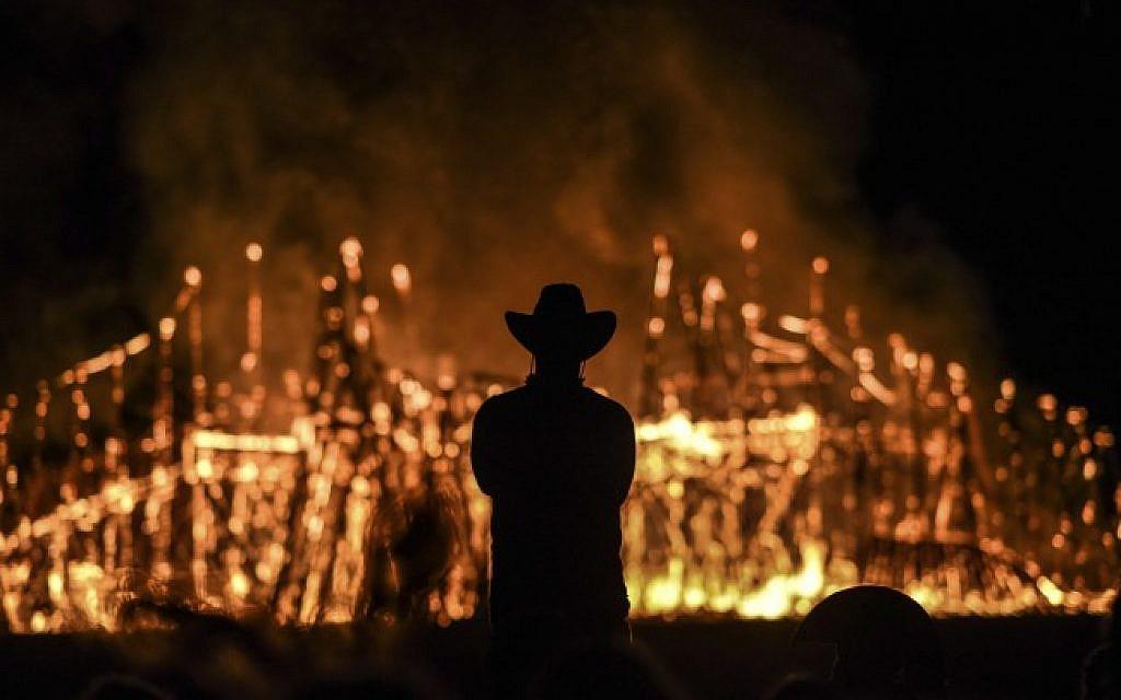 The Temple of One burns on the last night of the Israeli Burning Man festival, Midburn, in the desert near Sde Boker, May 24, 2015. (Ben Kelmer/Flash90)