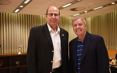 Israeli Minister of Defense Moshe Ya'alon meets with US Senator Lindsey Graham on May 27, 2015. (Photo by Diana Hananshvili/Ministry of Defense)