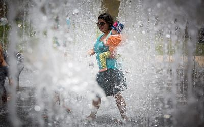 Israelis play in a water fountain on an unseasonably hot summer day near the Tower of David in the Old City of Jerusalem on May 27, 2015. (Yonatan Sindel/Flash90)