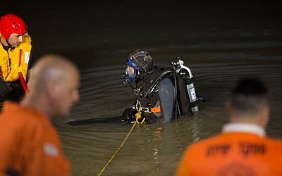Rescue forces at the scene of where a 20-year-old yeshiva student, drowned to death at Beit Zayit Dam near Jerusalem on May 28, 2015. (Yonatan Sindel/Flash90)