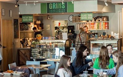 The College of Charleston's new dining hall is modeled after Grins Vegetarian Cafe, a popular kosher eatery at Vanderbilt University in Nashville, Tennessee. (Courtesy of Grins Vegetarian Cafe/ JTA)