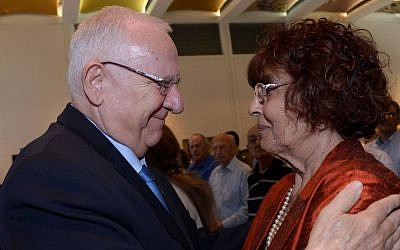 President Reuven Rivlin and Nadia Cohen, at a ceremony marking the 50th anniversary of the death of Mossad super spy Eli Cohen, May 18, 2015. (Haim Zach/GPO)