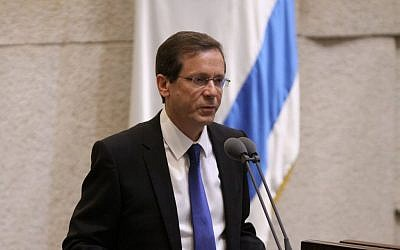 Zionist Union leader Isaac Herzog on May 15, 2015 (photo credit: Knesset spokesman's office)