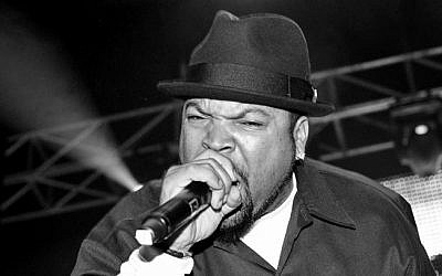 Rapper Ice Cube performing live in concert, October 29, 2010 (Wikimedia Commons, CC BY 2.0/Stuart Sevastos)