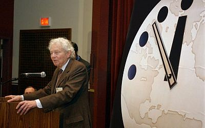 Physics Nobel Prize winner Dr. Leon M. Lederman, speaks at the University of Chicago on February 27, 2002. (AP/Aynsley Floyd)