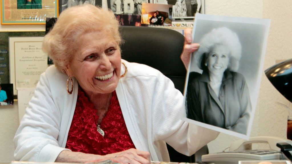 f1abebed Jean Nidetch, founder of Weight Watchers, holds up a photo of herself at her