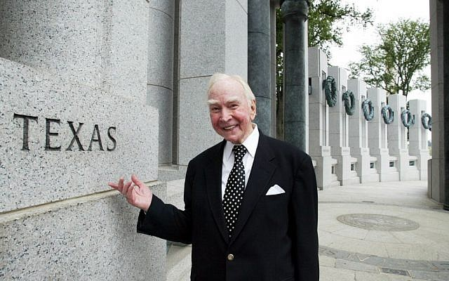 In this July 29, 2005, file photo, former House Speaker Jim Wright of Texas stands next to the Texas pillar while touring the World War II Memorial in Washington. Wright, a veteran Texas congressman who was the first House speaker in history to driven out of office in midterm, has died. He was 92. (photo credit: AP Photo/Yuri Gripas, File)