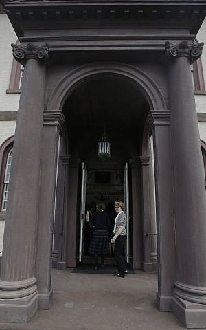 In this Thursday, May 28, 2015 photo, a guide stands at the doors of Touro Synagogue, the nation's oldest, in Newport, Rhode Island. (AP/Stephan Savoia)