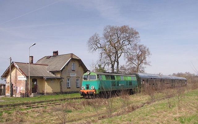 Rajgrod Railway Station in Poland (photo credit: CC BY-SA (GRAD), Wikimedia Commons)