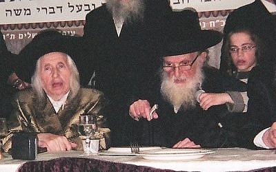 Rabbi Moshe Sternbuch, right, in an April 2012 photo. (Photo credit: Wikimedia commons/CC BY 3.0)