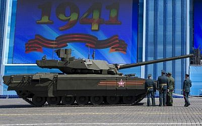 Russian army officers discuss a situation with a crew member of the new Russian T-14 Armata tank in Red Square during a rehearsal two days before the Victory Day military parade, Moscow, May 7, 2015. (photo credit: AP/Alexander Zemlianichenko)
