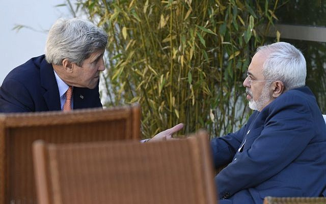 US Secretary of State John Kerry, left, talks with Iranian Foreign Minister Mohammad Javad Zarif, in Geneva, Switzerland, Saturday, May 30, 2015 (AP Photo/Susan Walsh, Pool)