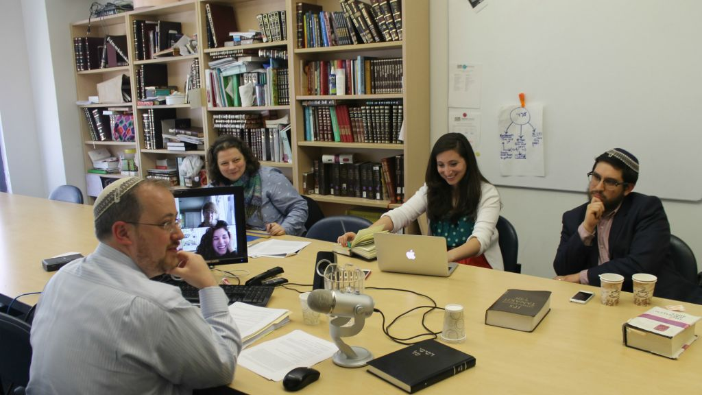 Rabbi Jeffrey Fox, head of Yeshivat Maharat, teaching a class in Jewish law. (Uriel Heilman/JTA)