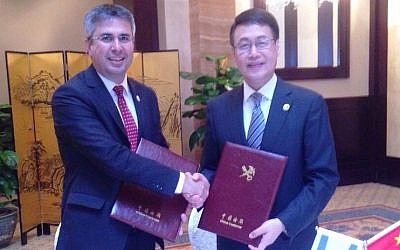 Israel Tax Authority head Moshe Asher (L)) with China's Customs Minister Sun Yibiao at the signing of the AEO agreement in Beijing on Tuesday, May 26 2015 (Photo credit: Courtesy)