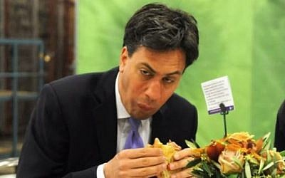Leader of the British Labour Party Ed Miliband eating a bacon sandwich, May 2014. (screen capture: YouTube/BETTYSBUDGIE)
