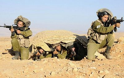 Women soldiers in one of the IDF's field intelligence units on September 21, 2014 (IDF Spokesperson's Unit)