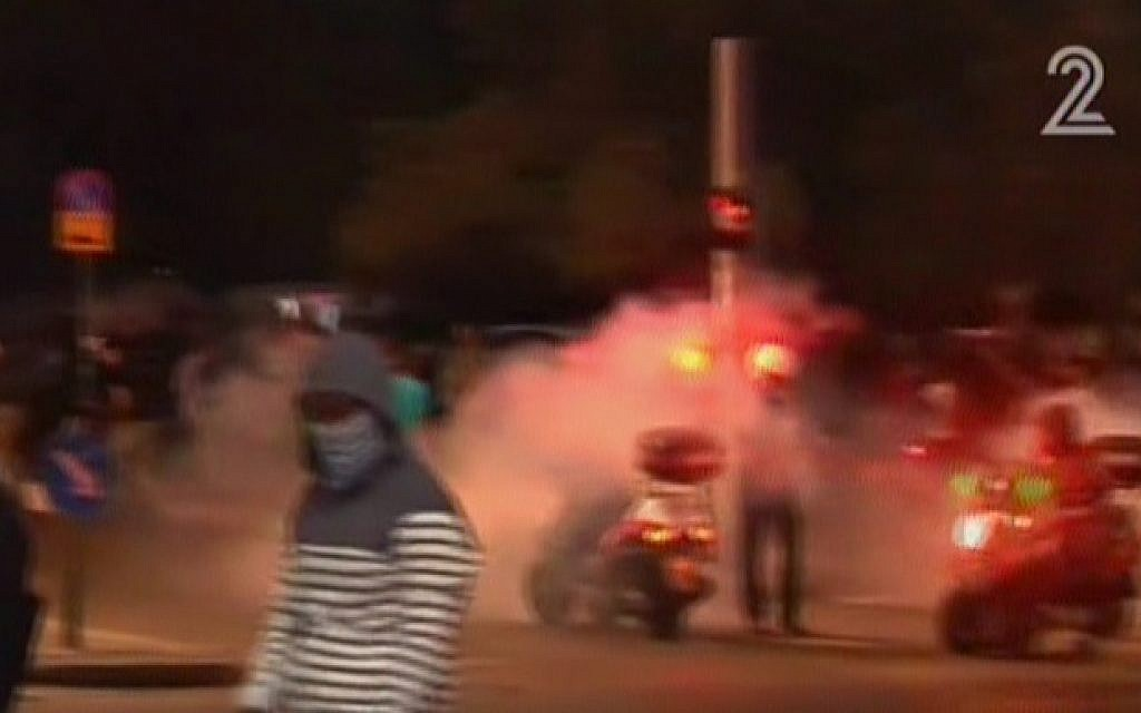Protesters in Tel Aviv on May 3, 2015. (Screen capture: Channel 2)