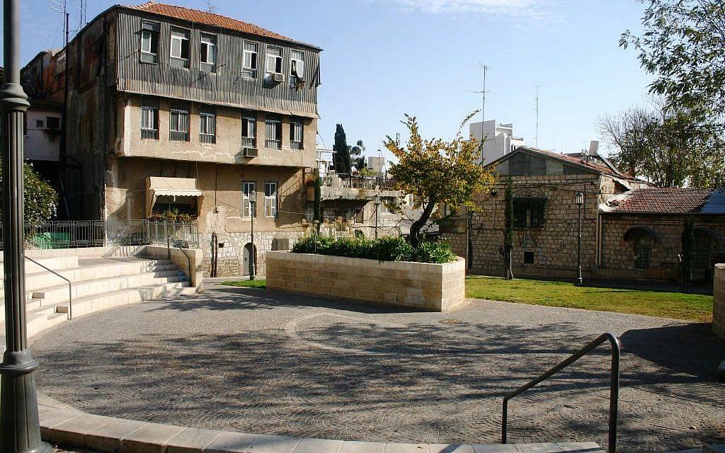 Even Yisrael courtyard (Photo credit: Shmuel Bar-Am)