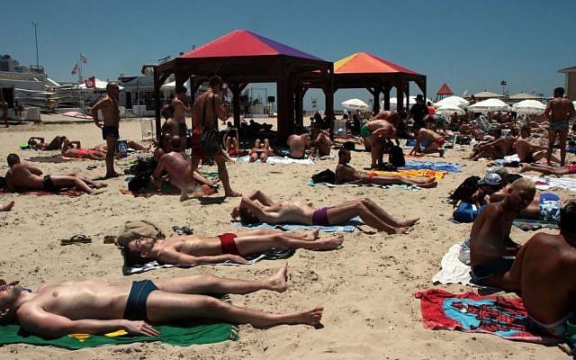 Tel Aviv beach, June 07, 2012. (Alana Perino/FLASH90)