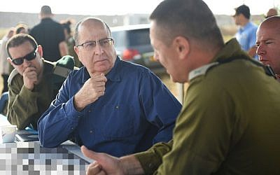 Defense Minister Moshe Ya'alon attends an IDF exercise on May 7, 2015 (Diana Hananshvili/Defense Ministry)