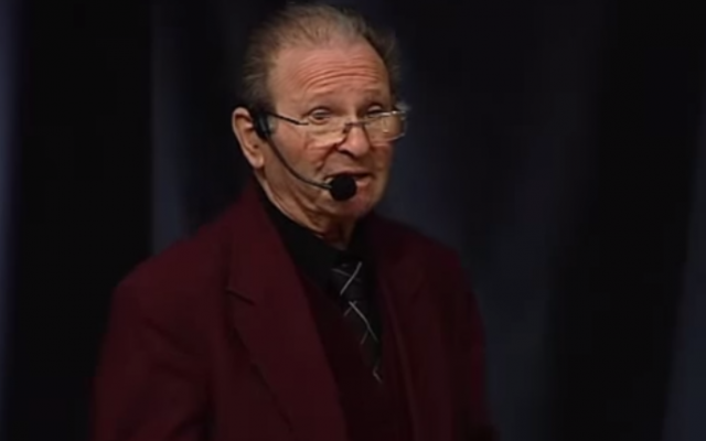 Swedish Holocaust survivor Mietek Grocher speaking about the Nazi genocide at a 2014 assembly. (screen capture: YouTube)