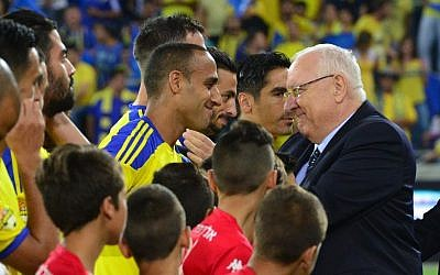 President Reuven Rivlin congratulates members of the Maccabi Tel Aviv Football Club after their victory in the Israeli state cup final against Hapoel Beersheba, at the Sammy Ofer Stadium in Haifa on May 20, 2015. (Kobi Gideon/GPO)