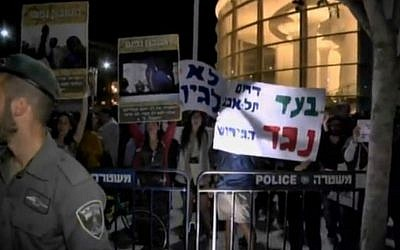 Demonstrators at Tel Aviv's Habima Square protest the deportation of African migrants on Saturday, May 2, 2015. (screen capture: Ynet)