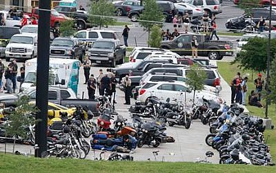 Law enforcement officers investigate a shooting in the parking lot of the Twin Peaks Restaurant Sunday, May 17, 2015, in Waco, Texas (Rod Aydelotte/Waco Tribune Herald via AP)
