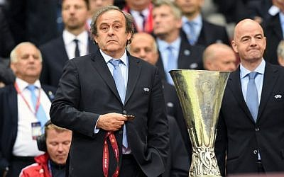 UEFA President Michel Platini (L) stands next to the UEFA Europa League trophy in Warsaw, Poland on May 27, 2015. (AFP/Piotr Hawale)