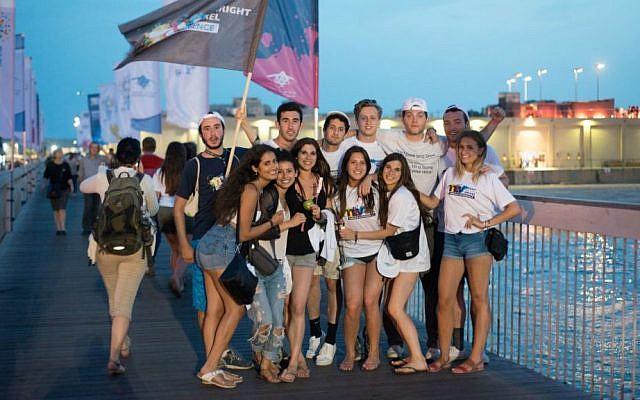 Birthright Israel participants at the Tel Aviv Port, June 2015. (Nimrod Saunders)
