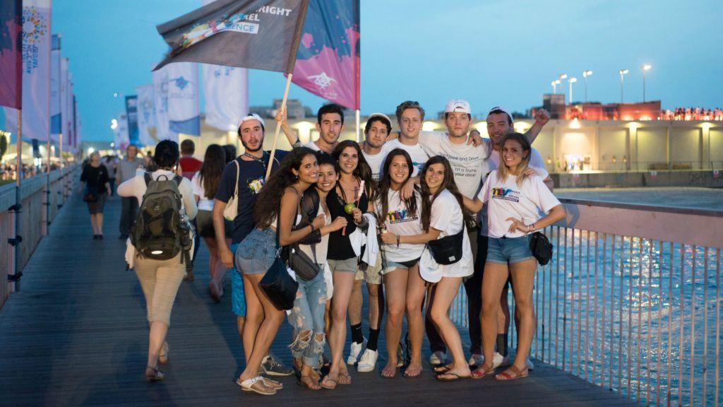 Birthright Israel participants at the Tel Aviv Port, June 2015 (Nimrod Saunders)