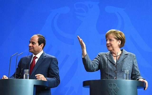 German Chancellor Angela Merkel and Egyptian President Abdel Fattah el-Sissi attend a press conference on June 3, 2015 at the Chancellery in Berlin. (AFP PHOTO/TOBIAS SCHWARZ)