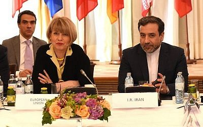 EU representative Helga Schmid (L) and Iran's Abbas Araqhchi take part in nuclear talks in Vienna, Austria on June 12, 2015. (AFP/JOE KLAMAR)