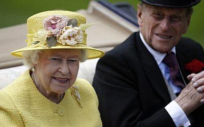 Britain's Queen Elizabeth II and her husband Prince Philip, The Duke of Edinburgh, June 19, 2015. (AFP/Adrian Dennis)