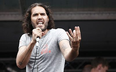 British comedian Russell Brand speaks to protesters following a march against the British government's spending cuts and austerity measures in London on June 20, 2015 (AFP PHOTO / JUSTIN TALLIS)